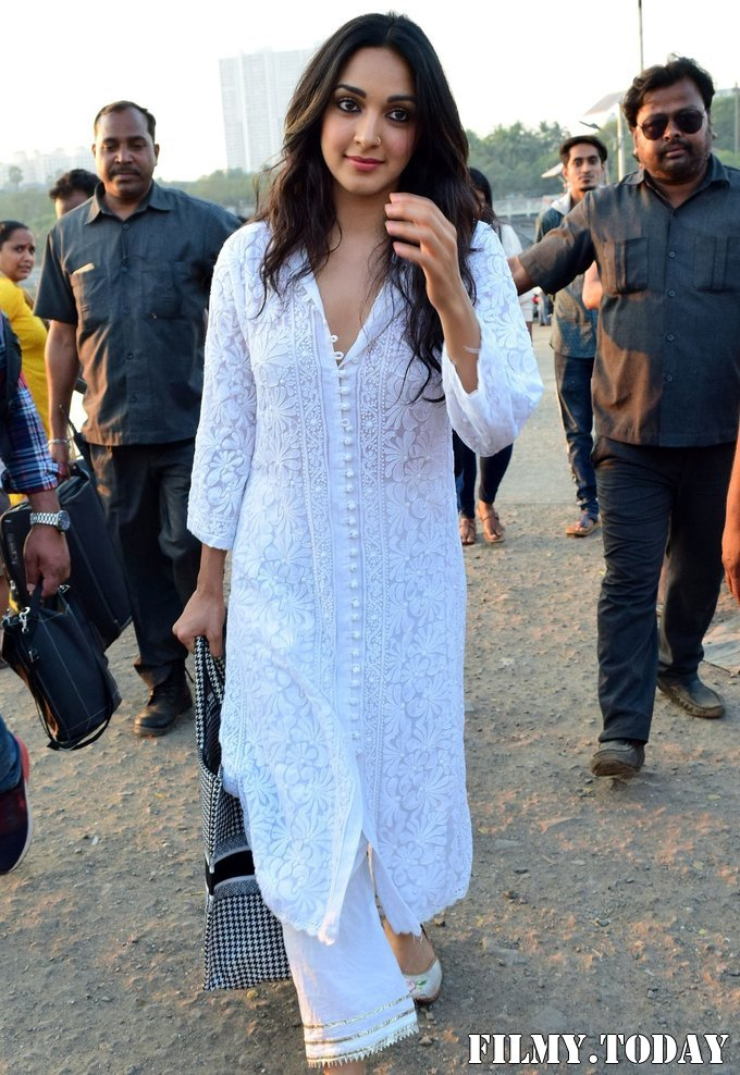 Kiara Advani - Photos: Celebs Spotted At Versova | Picture 1717848