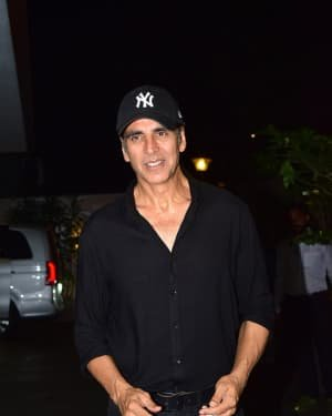 Akshay Kumar - Photos: Coolie No 1 Wrap Up Party At Jackky Bhagnani's House | Picture 1724223
