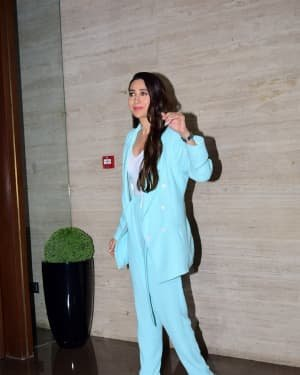 Karisma Kapoor - Photos: Coolie No 1 Wrap Up Party At Jackky Bhagnani's House | Picture 1724278