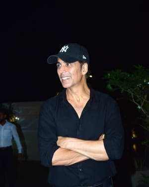 Akshay Kumar - Photos: Coolie No 1 Wrap Up Party At Jackky Bhagnani's House | Picture 1724221