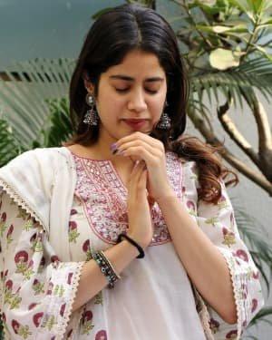Photos: Jhanvi Kapoor Celebrates Her Birthday With Media | Picture 1725315