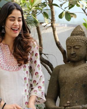 Photos: Jhanvi Kapoor Celebrates Her Birthday With Media | Picture 1725310