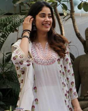 Photos: Jhanvi Kapoor Celebrates Her Birthday With Media | Picture 1725317