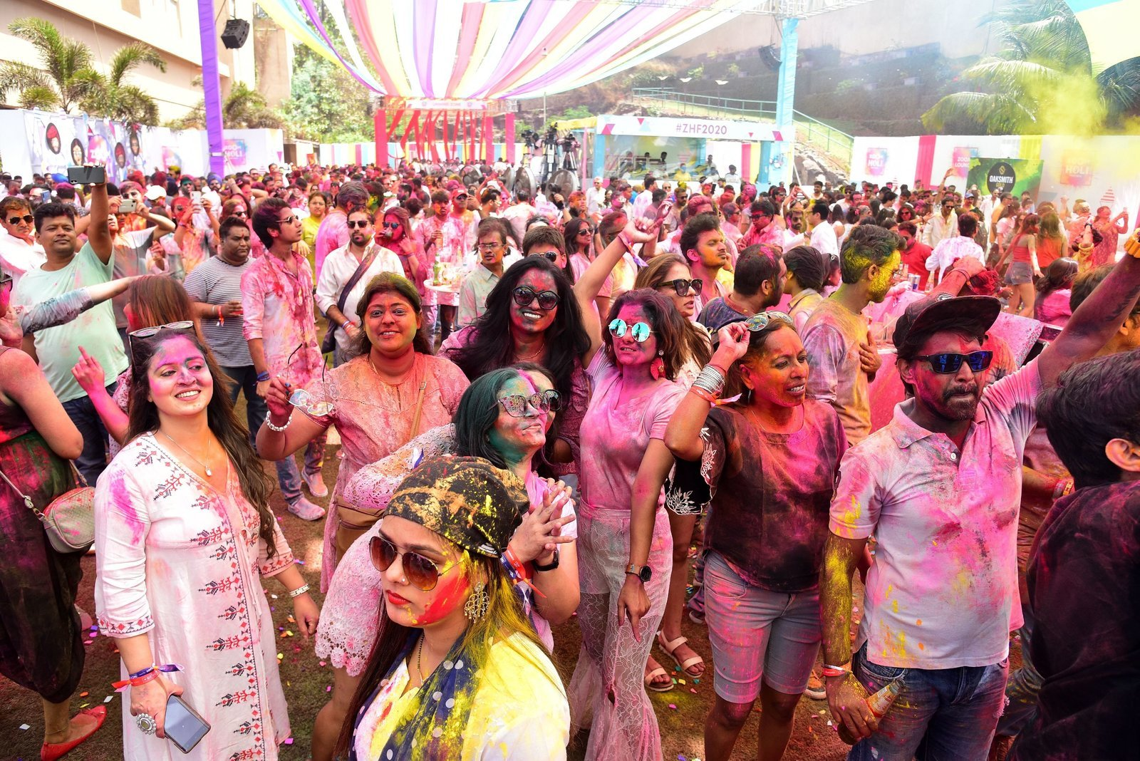 Photos: Zoom Holi Party 2020 At Taj Lands End | Picture 1725820