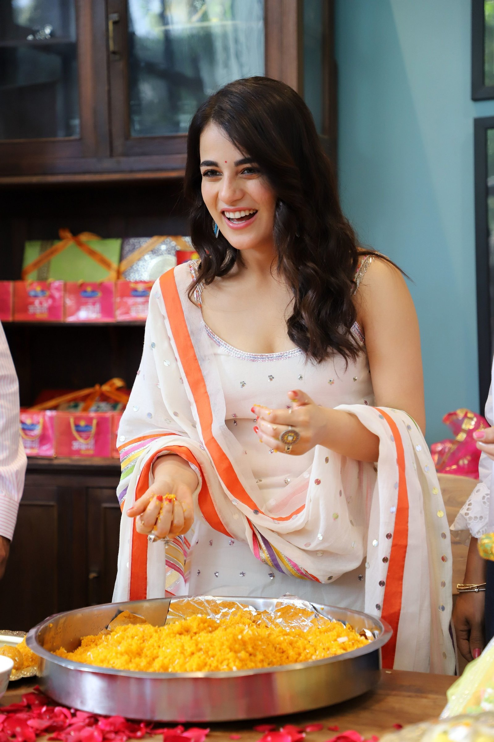 Photos: Radhika Madan Turns Halwai During The Promotions Of Angrezi Medium | Picture 1726361
