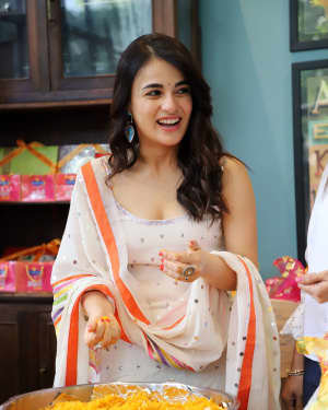 Photos: Radhika Madan Turns Halwai During The Promotions Of Angrezi Medium | Picture 1726360