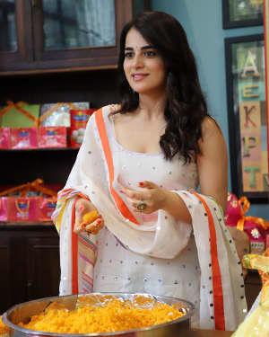 Photos: Radhika Madan Turns Halwai During The Promotions Of Angrezi Medium | Picture 1726363