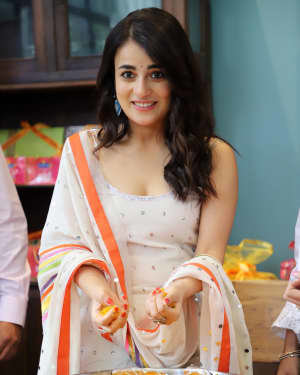 Photos: Radhika Madan Turns Halwai During The Promotions Of Angrezi Medium | Picture 1726358