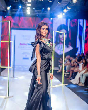 Photos: Karishma Tanna Walks Ramp At Bombay Times Fashion Week 2020 | Picture 1726697