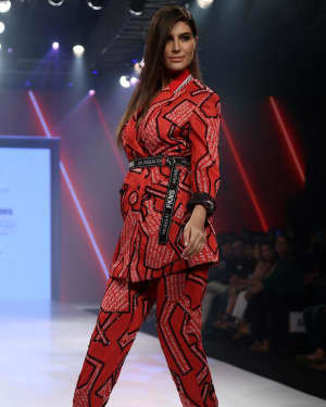 Elnaaz Norouzi - Photos: Bombay Times Fashion Week 2020 Day 3