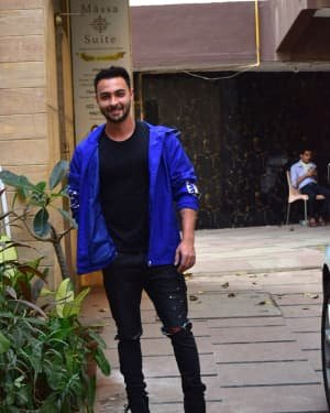 Aayush Sharma - Photos: Celebs Spotted At Juhu | Picture 1726911