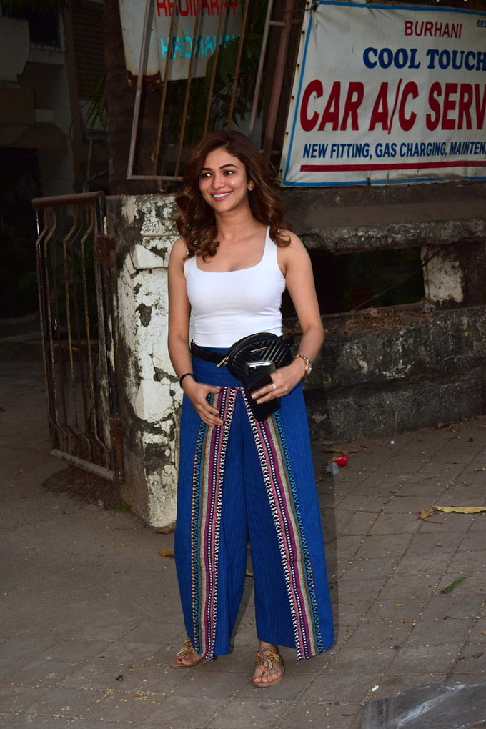 Ridhima Pandit - Photos: Celebs Spotted At Kromakay Salon In Juhu   Picture 1726781