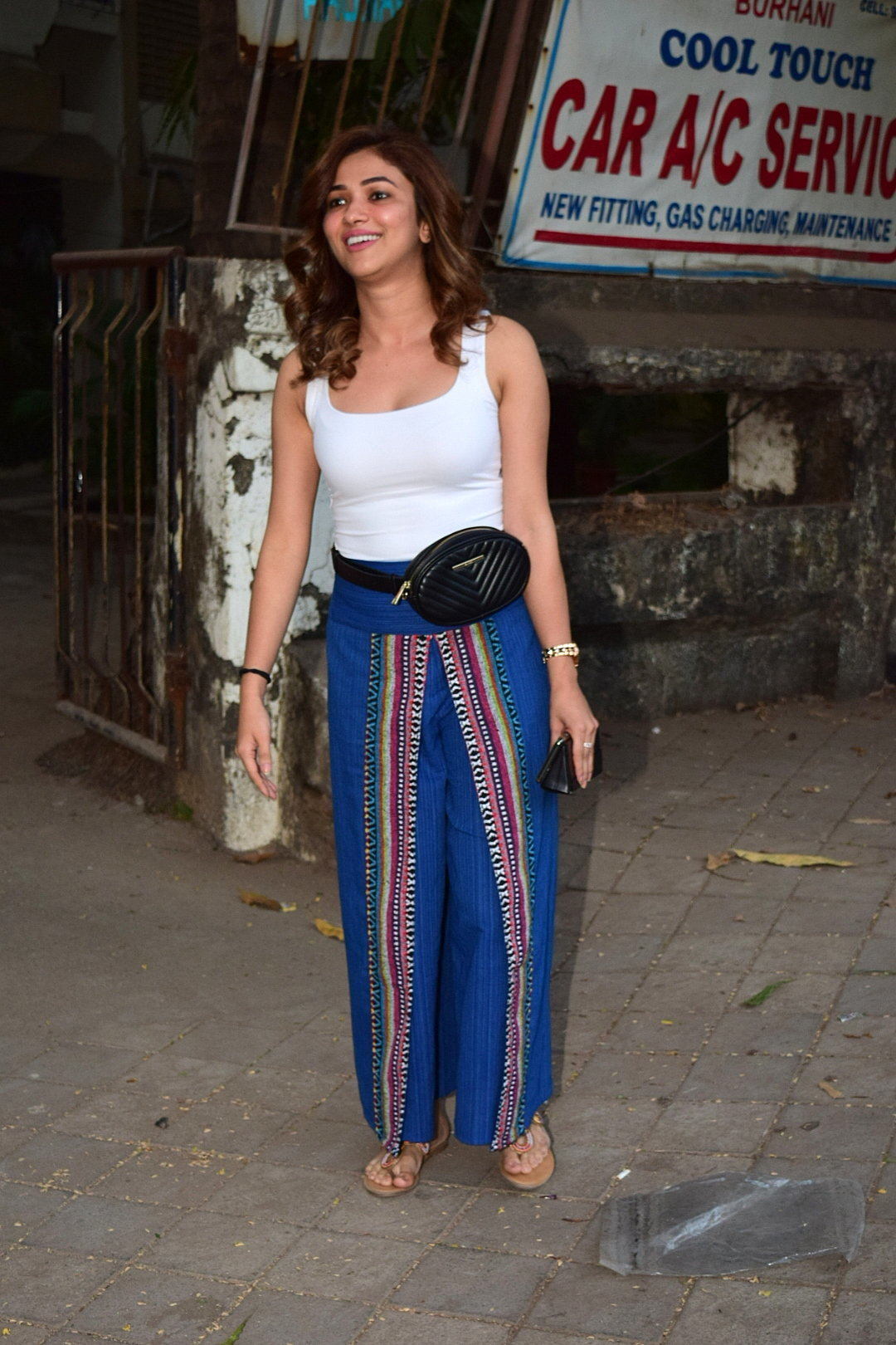 Ridhima Pandit - Photos: Celebs Spotted At Kromakay Salon In Juhu | Picture 1726788
