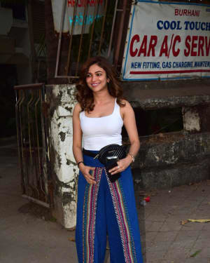 Ridhima Pandit - Photos: Celebs Spotted At Kromakay Salon In Juhu | Picture 1726781