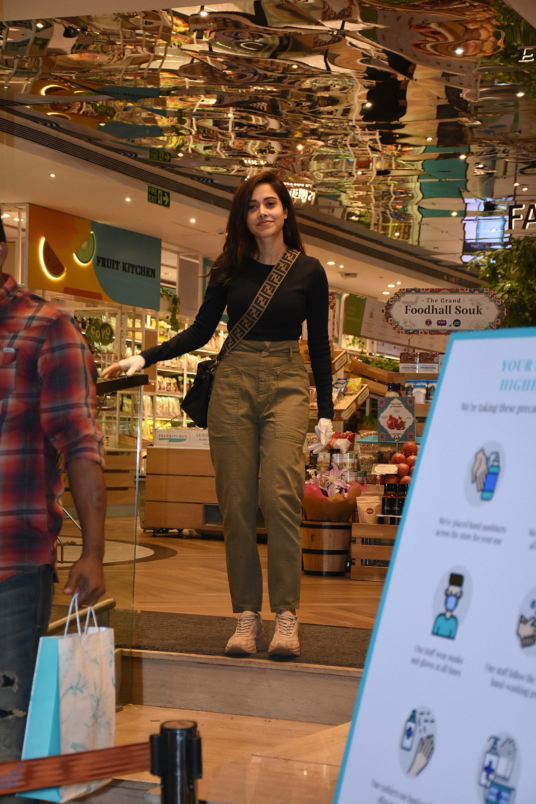 Photos: Nushrat Barucha Spotted At Food Hall   Picture 1726913