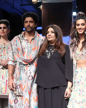 Farhan And Shibani Dandekar Walks Ramp For Payal Singhal Show