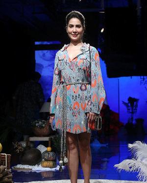 Kim Sharma - Photos: Lakme Fashion Week Winter Festive 2019 | Picture 1677524