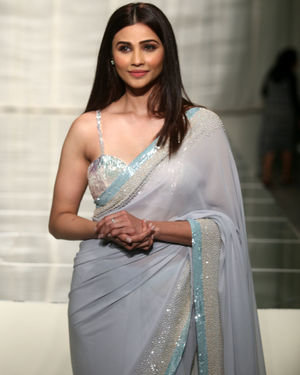 Daisy Shah - Photos: Manish Malhotra's Show At Lakme Fashion Week In Mumbai