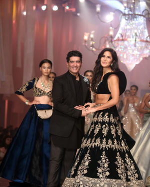 Photos: Manish Malhotra's Show At Lakme Fashion Week In Mumbai