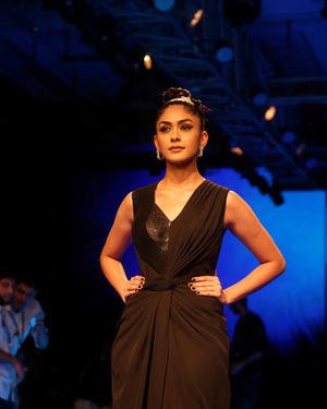 Mrunal Thakur - Photos: Lakme Fashion Week Winter Festive 2019