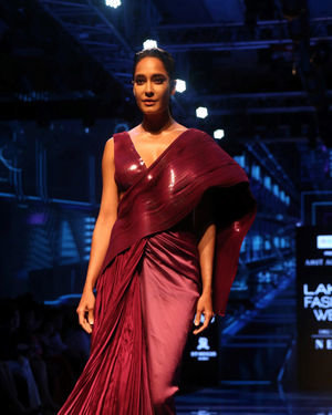 Lisa Haydon - Photos: Lakme Fashion Week Winter Festive 2019
