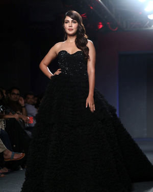 Rhea Chakraborty - Photos: Lakme Fashion Week 2019 - Day 4