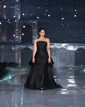 Kareena Kapoor - Photos: Lakme Fashion Week Winter Festive 2019 | Picture 1678855