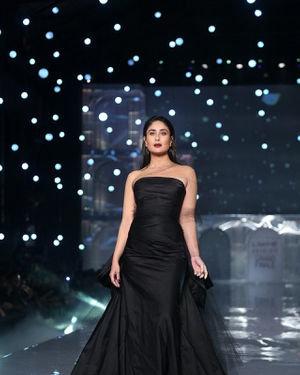 Kareena Kapoor - Photos: Lakme Fashion Week Winter Festive 2019 | Picture 1678852