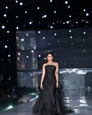 Kareena Kapoor - Photos: Lakme Fashion Week Winter Festive 2019 | Picture 1678854