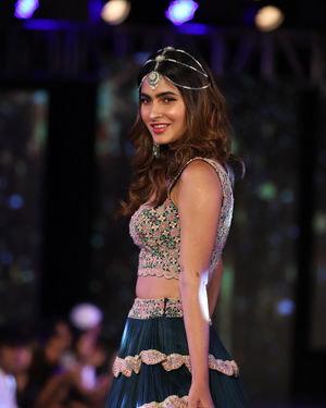 Karishma Sharma - Photos: Designer Sionnah At 4th Edition Wedding Junction Fashion Show