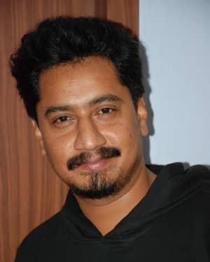 Sanchari Vijay - Aatakuntu Lekkakilla Film Trailer Release Photos