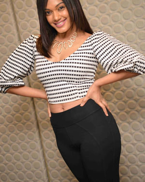 Sarah Harish - Bharath Bahubali Kannada Film Press Meet Photos | Picture 1714148