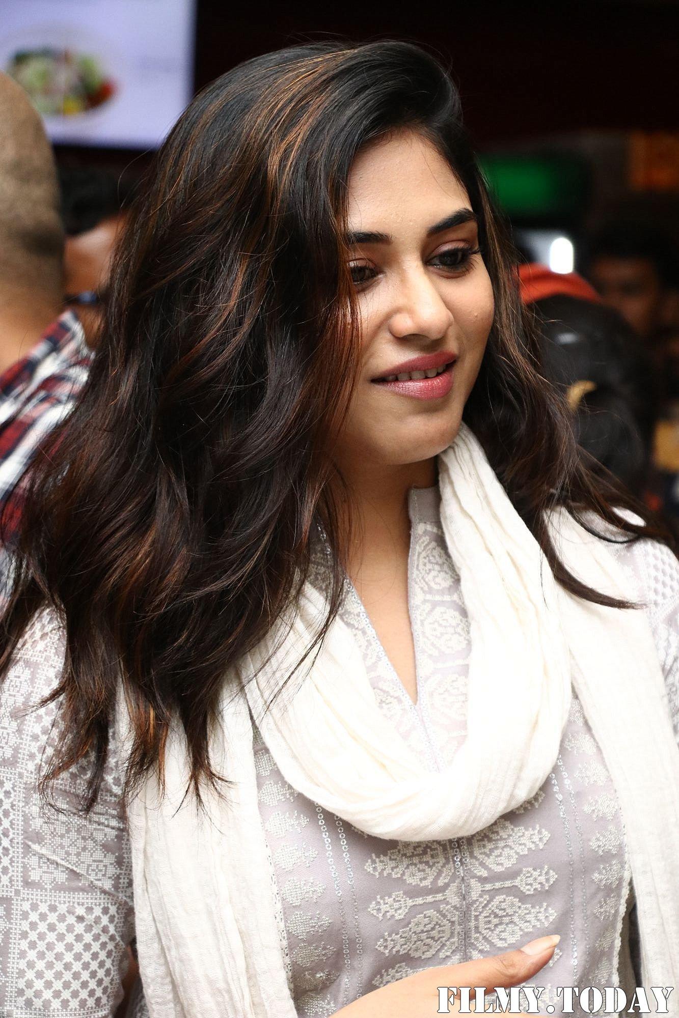 Indhuja Ravichandran - Sillu Karupatti Movie Premiere Show Photos   Picture 1711633