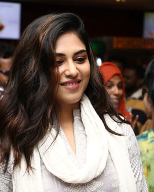 Indhuja Ravichandran - Sillu Karupatti Movie Premiere Show Photos | Picture 1711634
