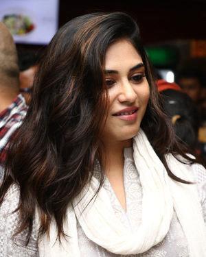 Indhuja Ravichandran - Sillu Karupatti Movie Premiere Show Photos | Picture 1711633