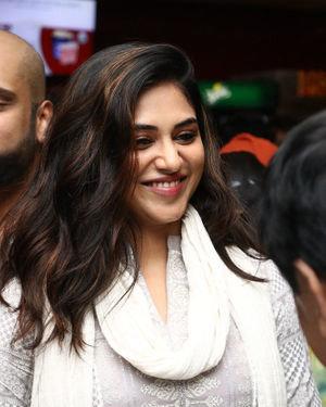 Indhuja Ravichandran - Sillu Karupatti Movie Premiere Show Photos | Picture 1711630