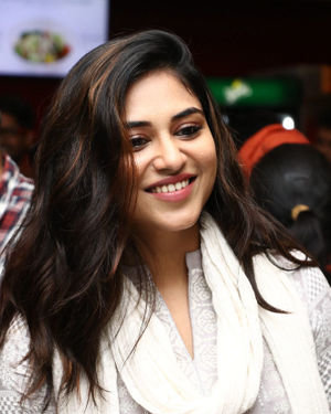 Indhuja Ravichandran - Sillu Karupatti Movie Premiere Show Photos | Picture 1711631