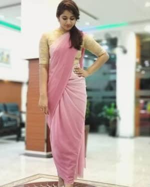 Tamil Bigg Boss 3 Contestant Losliya Mariyanesan Photos   Picture 1657317