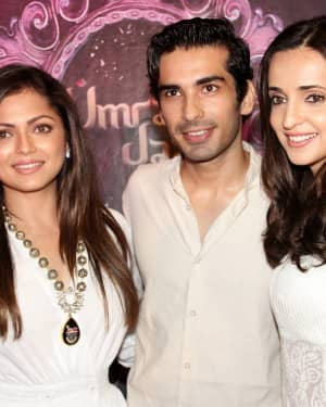 Photos: Celebs At The Premiere Of The Musical Theater 'umrao Jaan'   Picture 1649751
