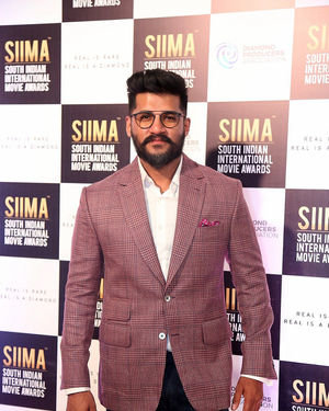 Vijay Yesudas - SIIMA Awards 2019 -Day 2 Photos