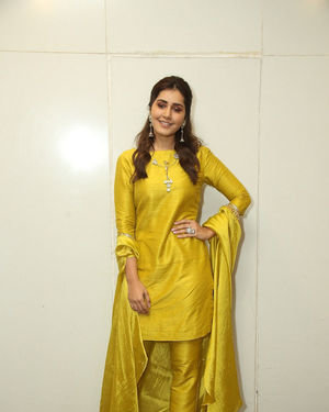 Raashi Khanna - Kousalya Krishnamurthy Movie Pre Release Event Photos | Picture 1676895