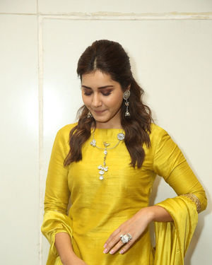 Raashi Khanna - Kousalya Krishnamurthy Movie Pre Release Event Photos | Picture 1676893