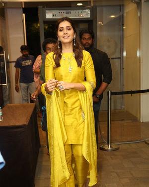 Raashi Khanna - Kousalya Krishnamurthy Movie Pre Release Event Photos | Picture 1676885