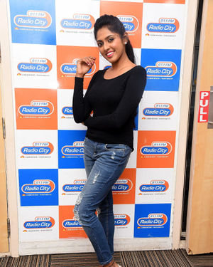 Charishma Shreekar - Neethone Hai Hai Movie Team At Radio City Photos | Picture 1677166