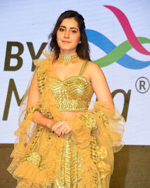 Raashi Khanna - Venky Mama Movie Pre Release Event At Khammam Photos