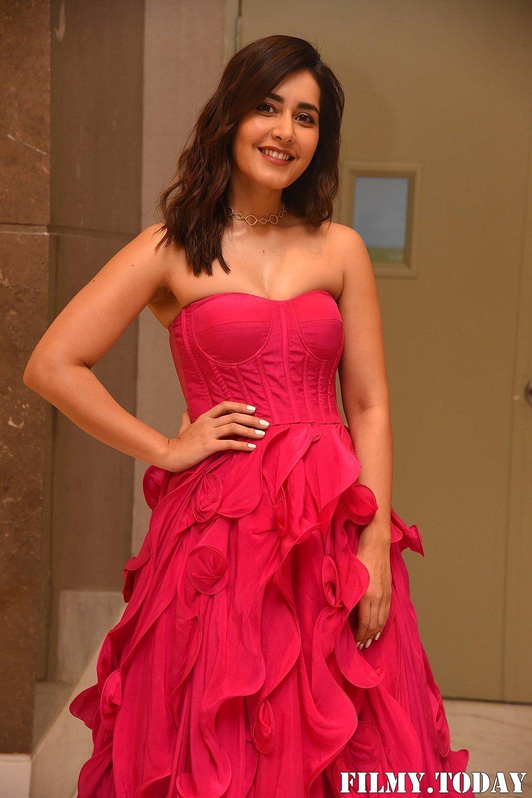 Raashi Khanna - Prathi Roju Pandage Movie Pre Release Event Photos   Picture 1708118