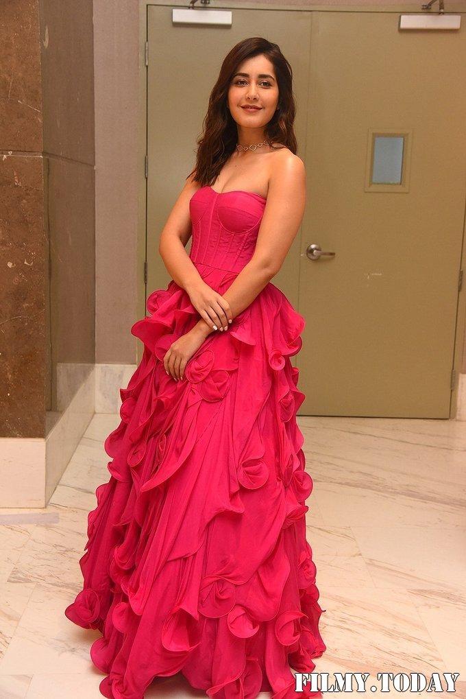 Raashi Khanna - Prathi Roju Pandage Movie Pre Release Event Photos | Picture 1708125