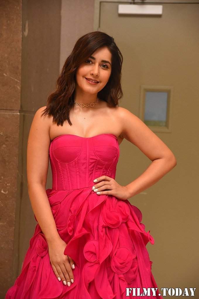 Raashi Khanna - Prathi Roju Pandage Movie Pre Release Event Photos | Picture 1708112