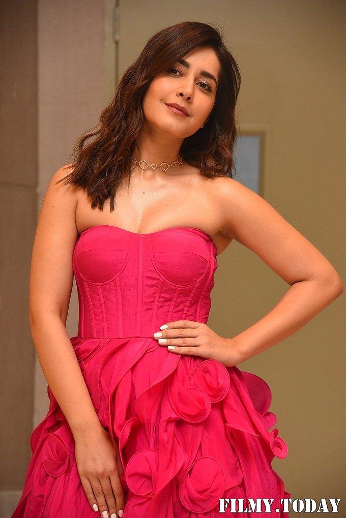 Raashi Khanna - Prathi Roju Pandage Movie Pre Release Event Photos | Picture 1708120
