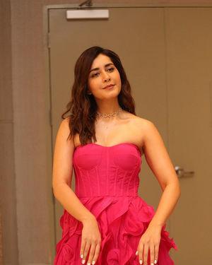Raashi Khanna - Prathi Roju Pandage Movie Pre Release Event Photos | Picture 1707908